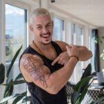 Dean Schneider lässt sich sein Tattoo entfernen